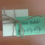 scatolina di zafferano con biglietto verde